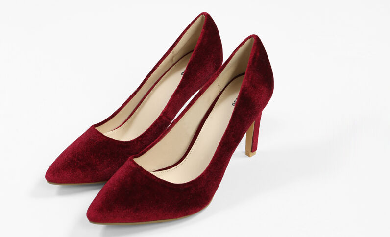 Pumps aus Velours Granatrot
