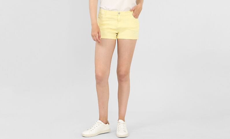 Short plissettato giallo