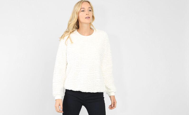 Flauschiger Pullover Altweiß