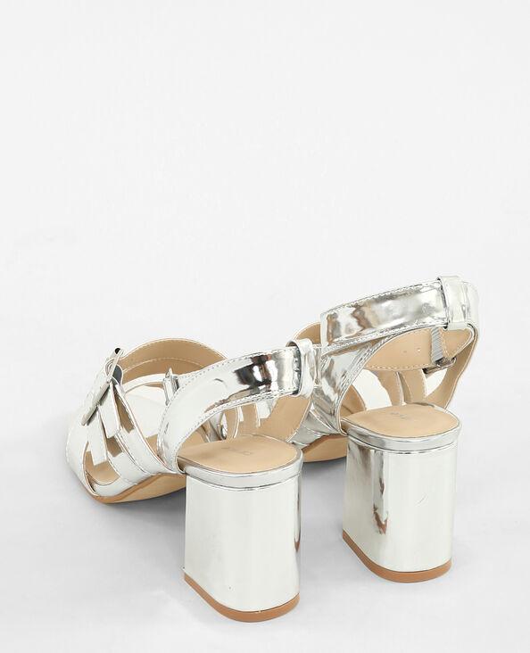 Sandalias plateadas tacón cuadrado gris brillante