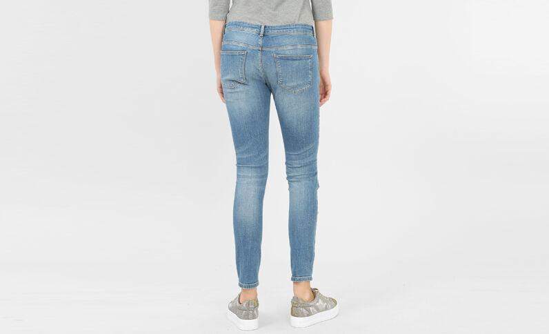 Jeans skinny con rotos en las rodillas azul