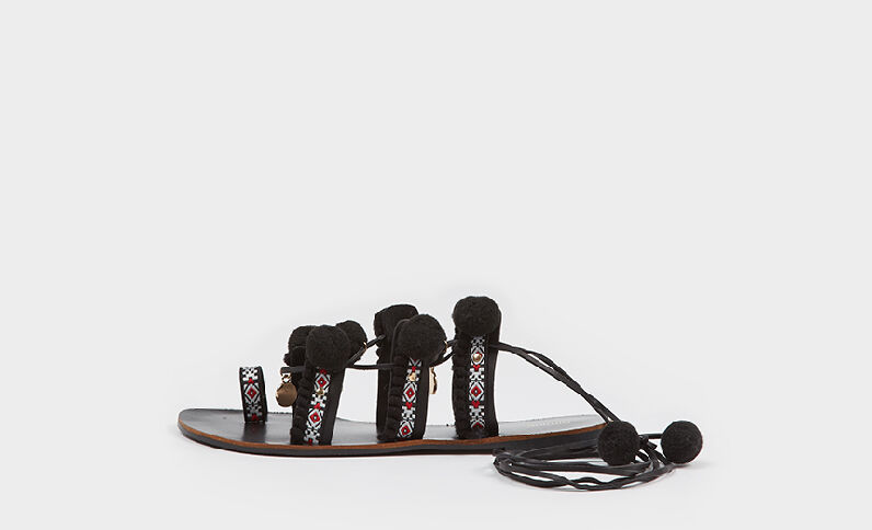 Sandalias étnicas con pompones negro