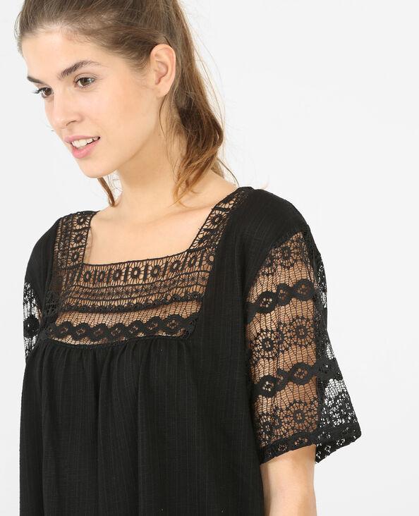 Camiseta con encaje negro