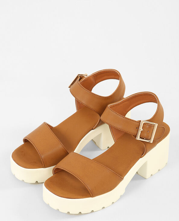 Sandalias con suela dentada marrón