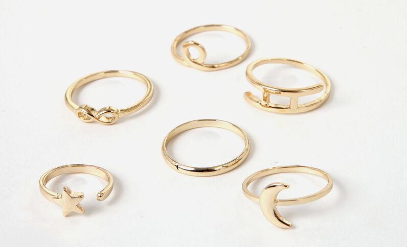 Set aus goldfarbenen Ringen Gold