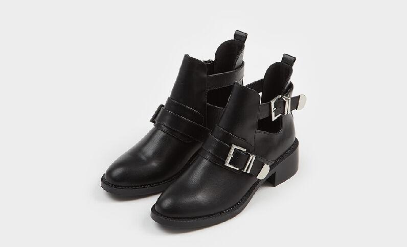 Boots con cinghie nero