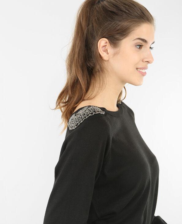 Jersey con bisutería en los hombros negro