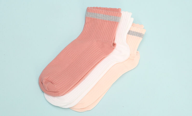 Calcetines sport con lúrex rosa maquillaje
