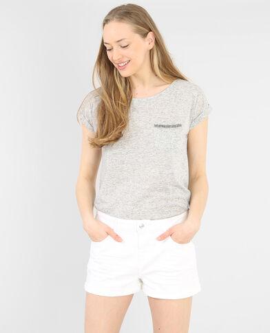 Camiseta con bisutería gris perla