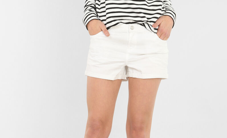 Short plisado blanco