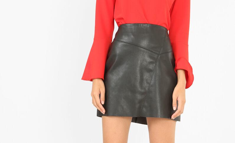 Falda de polipiel negro