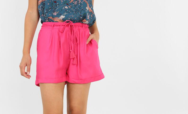 Schön fallende Shorts. Rosa