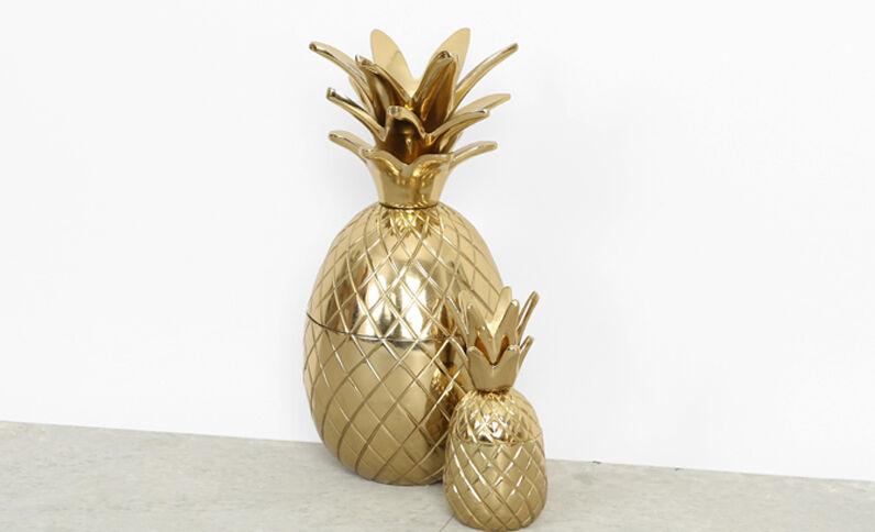 Kleine Schachtel mit Ananas und goldfarbenem Metall Gold