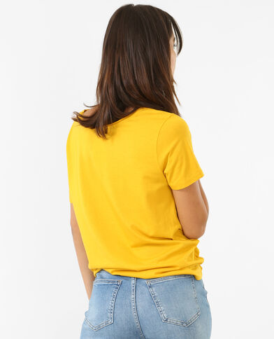 T-shirt col raw cut jaune moutarde