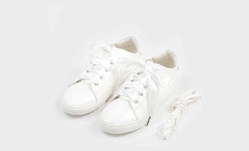 Zapatillas de charol blanco