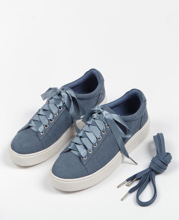 Sneakers mit seidenmatten Schnürbändern Blau