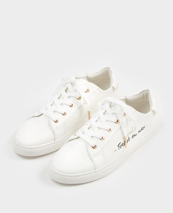 Zapatillas con mensaje blanco