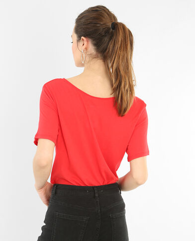 Camiseta cuello raw cut rojo