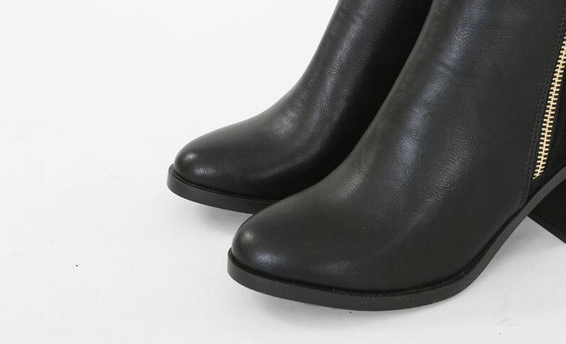 Boots aus Materialmix Schwarz