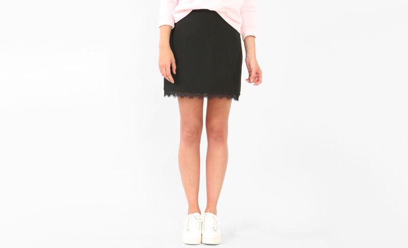 Minifalda con encaje negro