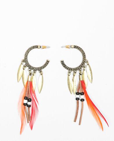 Orecchini ad anello con piume, perle e ciondoli dorato