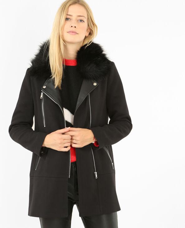 Essentiels des garde-robes très en vogue, les manteaux noirs pour femme font partie de ces basiques qui nous révèlent au quotidien. En tant que véritables pièces favorites des férues des dernières tendances, ces vestes, classiques de par leur coloris, se distinguent cependant par la .