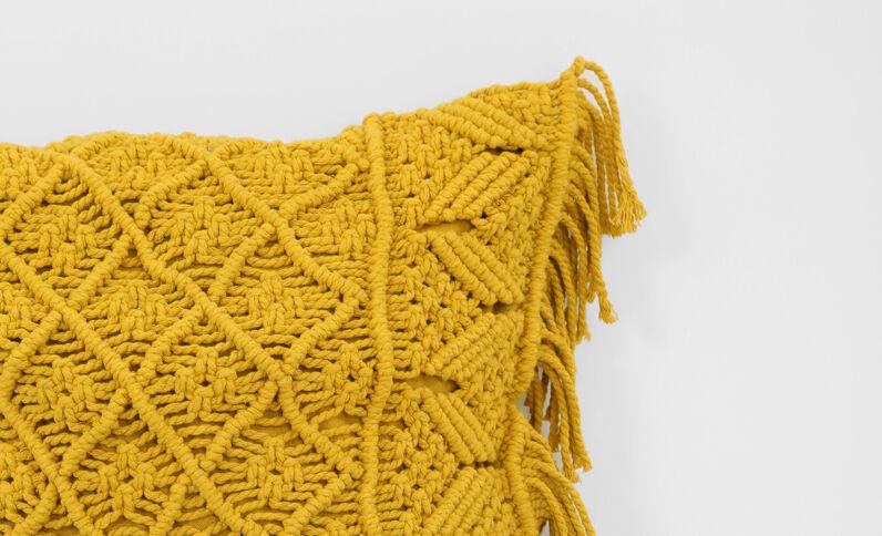 Housse de coussin en crochet jaune