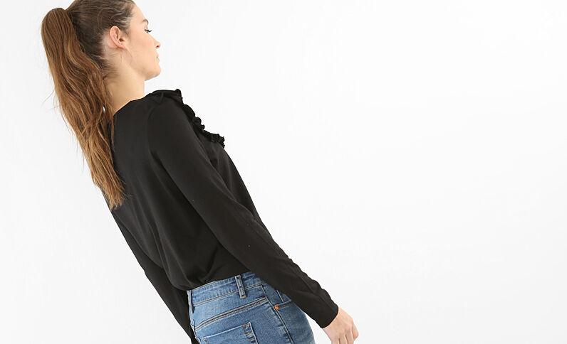 Camiseta con volante negro