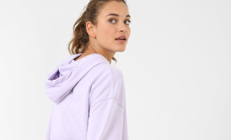 Sudadera con mensaje violeta