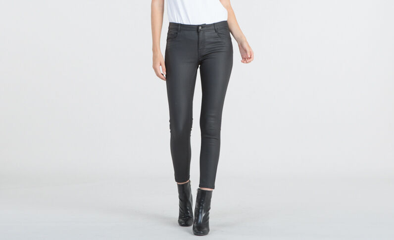 Beschichtete Skinny-Jeans in 7/8-Länge Schwarz