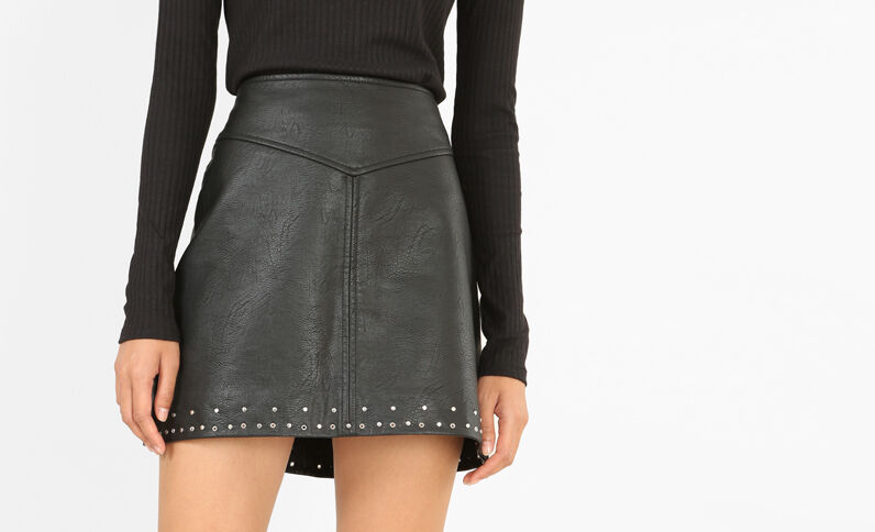Minifalda de polipiel negro