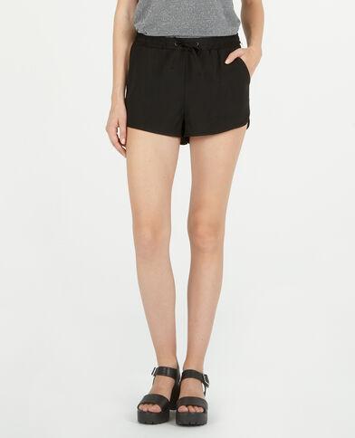 Fließende Shorts. Schwarz