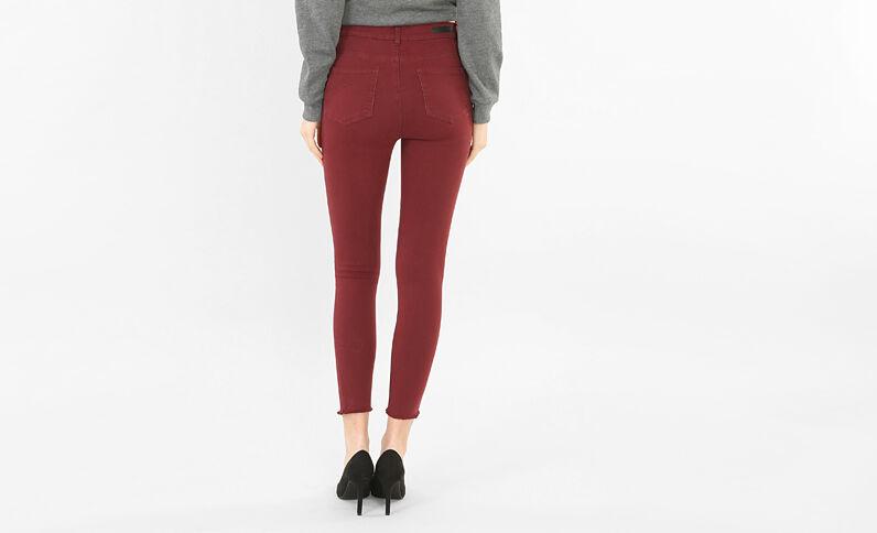 Skinny-Jeans Raw-Cut Granatrot
