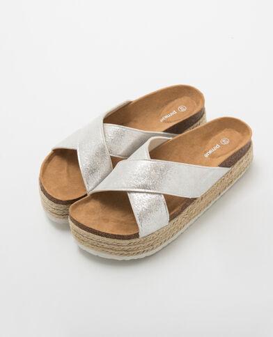 Silberfarbene Sandalette mit Absatz Silberig