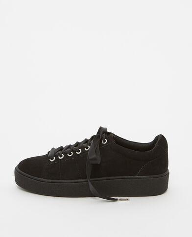 Sneakers mit satinierten Schnürsenkeln Schwarz