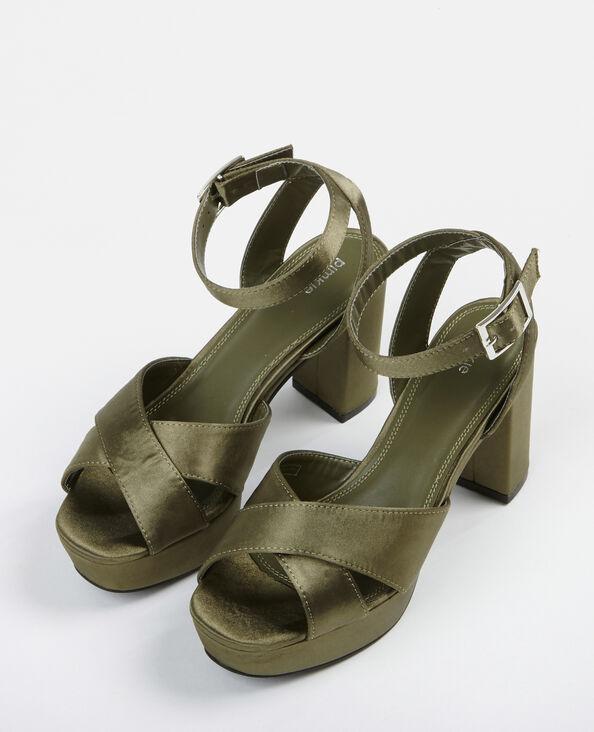 Satijnachtige sandalen met platformzolen groen
