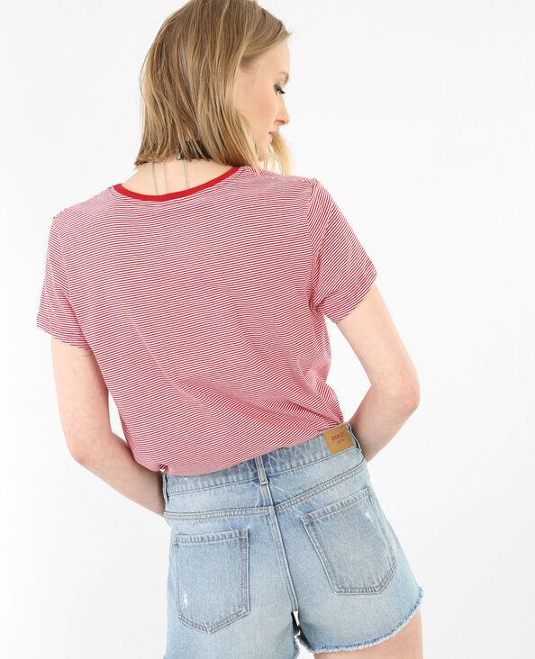Gestreiftes T-Shirt mit besticktem Patch rot