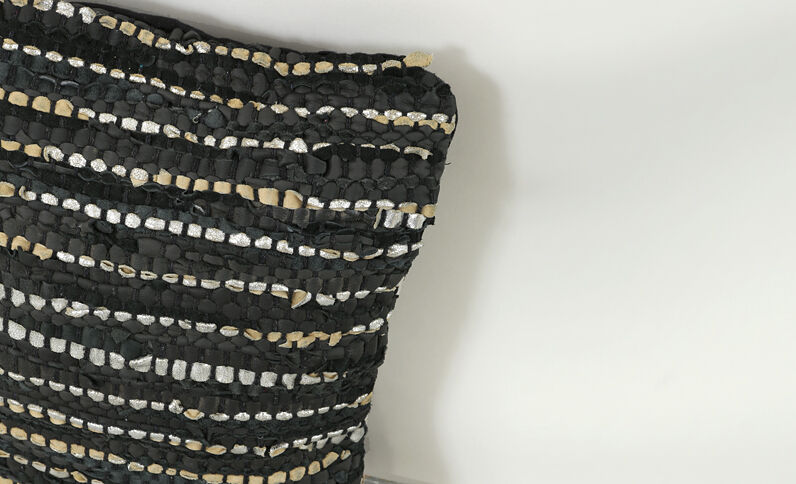 Kussenhoes met leerstroken zwart