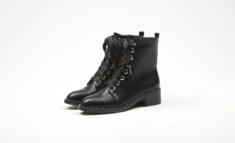 Rockige Halbstiefel mit Schnürbändern Schwarz