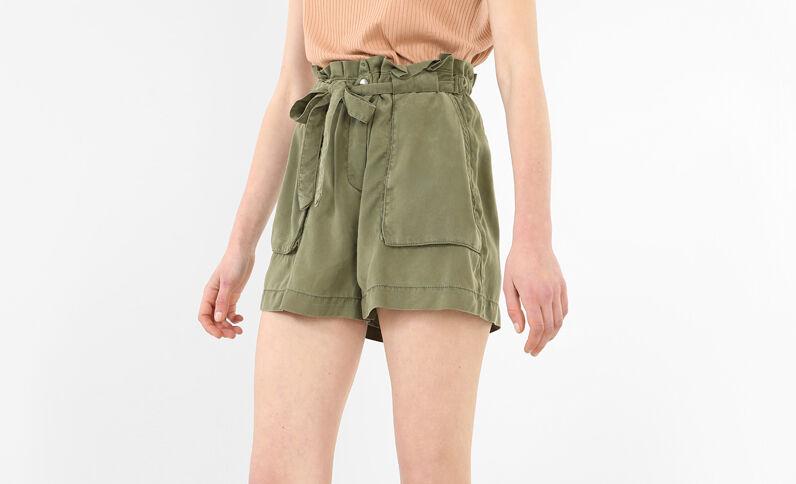 Soepelvallende short met hoge taille groen