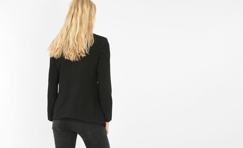 Vest uit crêpe met ceintuur zwart
