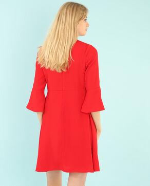 Vestido vaporoso con volante rojo