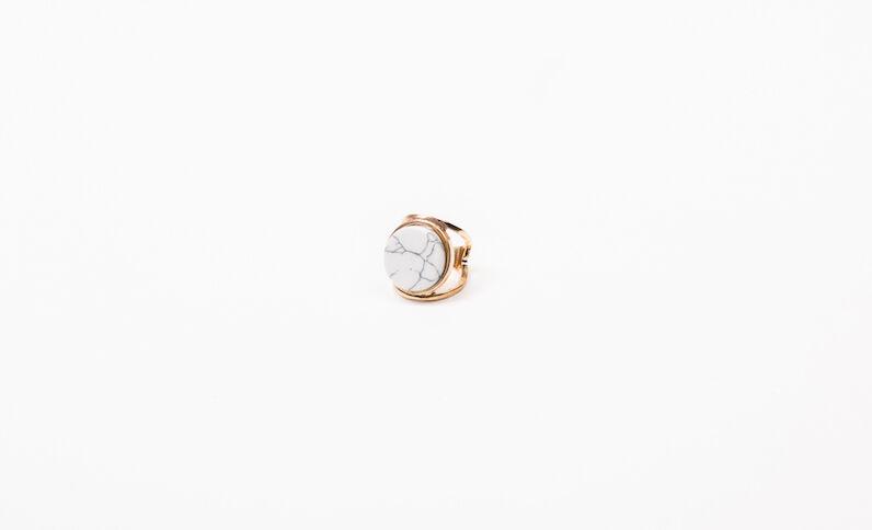 Gemarmerde ring goudkleurig
