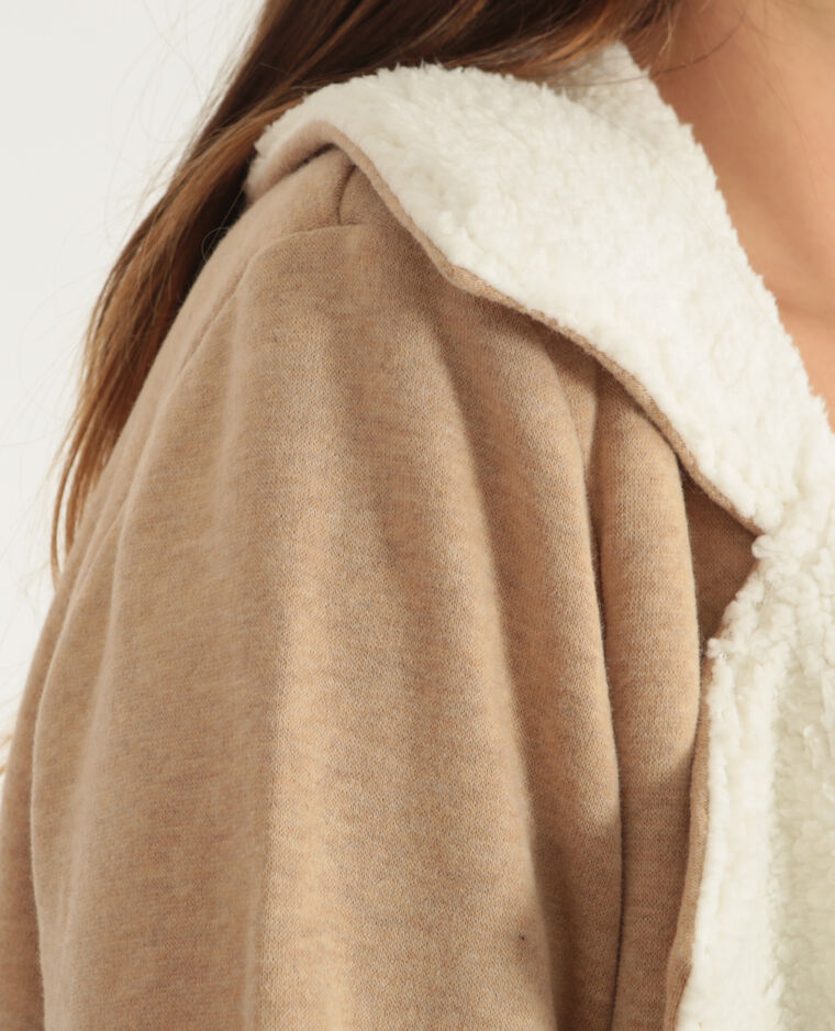 Chaqueta tipo sudadera de sherpa beige