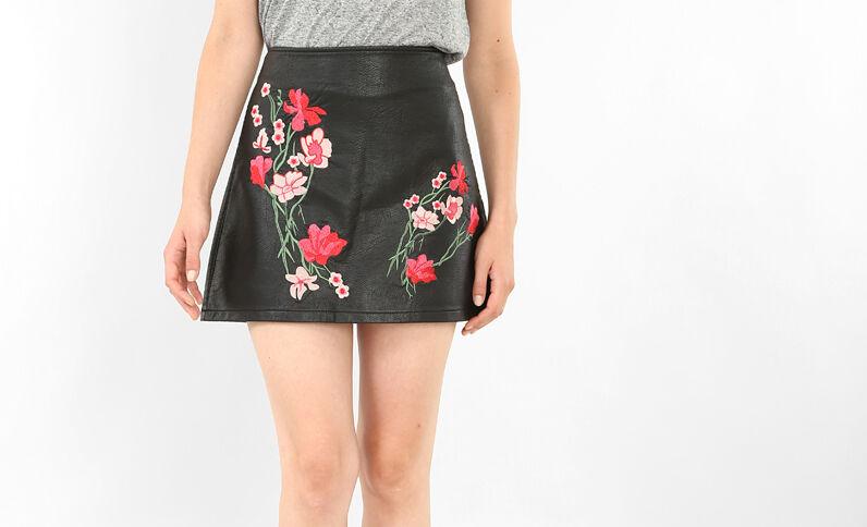 Minifalda con bordados negro