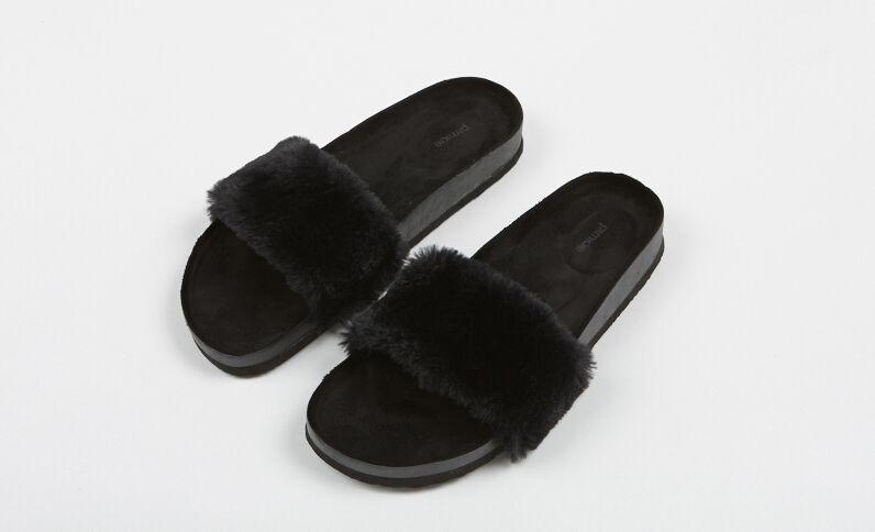 Flache Sandalen aus Webpelz Schwarz