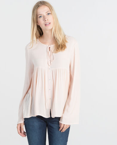 Blusa con mangas pagoda rosa maquillaje