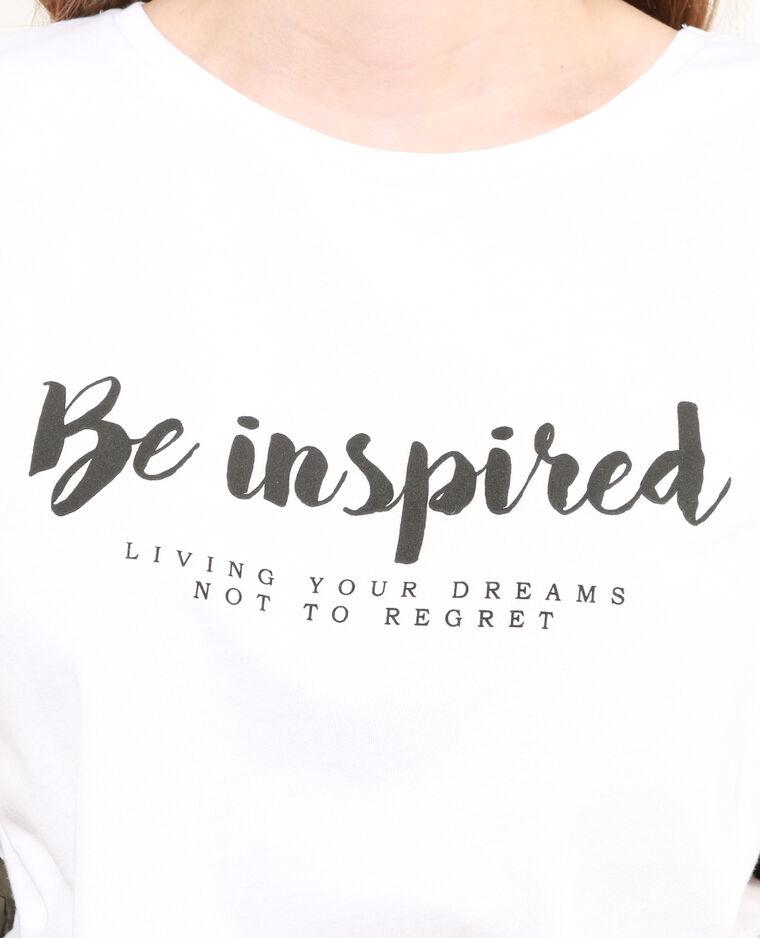Camiseta con mensaje blanco
