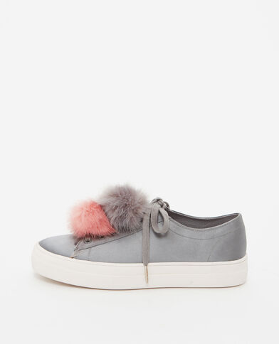 Scarpe da basket con pompon grigio