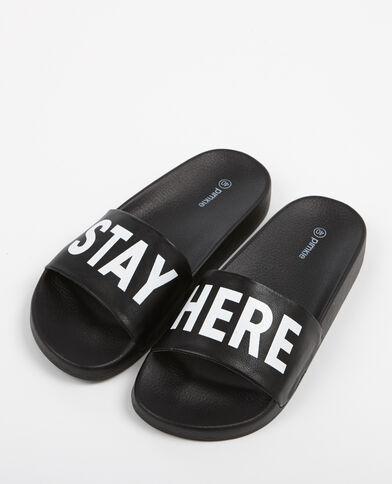 Sandalias con mensaje negro